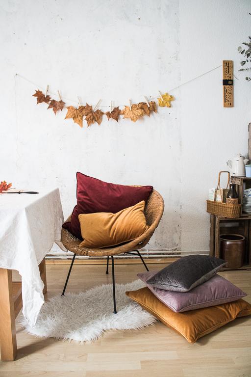 Samtkissen Vintagemöbel Herbstdekoration