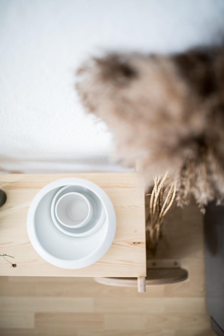 Der Barwagen Ziert Jetzt Unsere Küche Und Trägt Vasen, Tabletts Und Im  Tontopf Verstecken Sich Kartoffeln Und Zwiebeln.