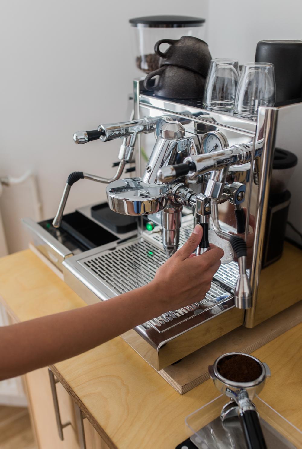 Flushen Siebträgermaschine Espresso brühen