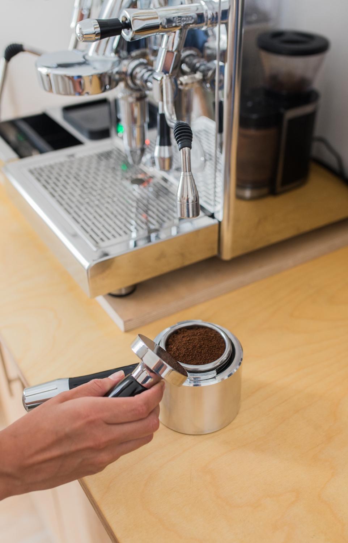 Kaffee Tampen Siebträgermaschine