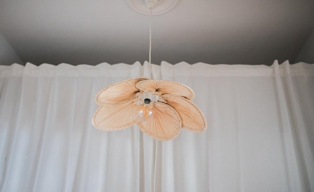 Eine Selbstgemachte Lampe Aus Palmfachern Doitbutdoitnow