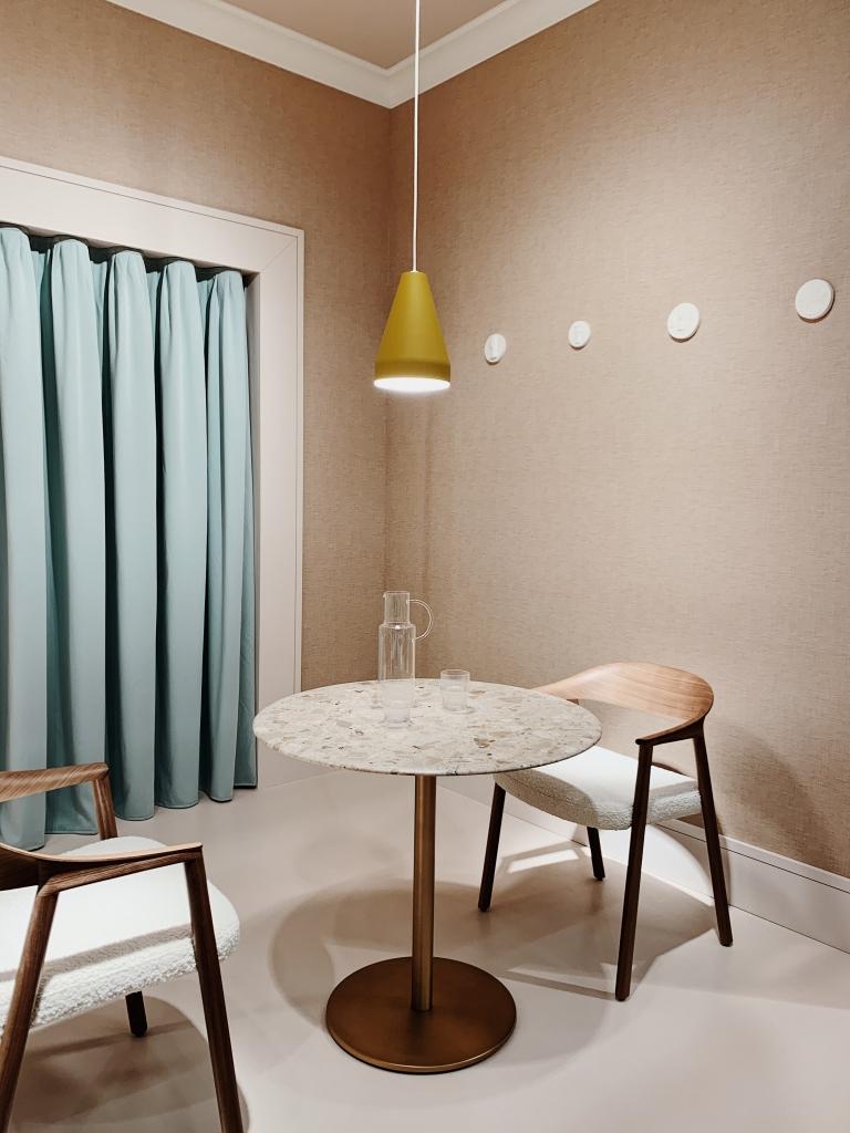 Tisch und Stühle von PEDRALI