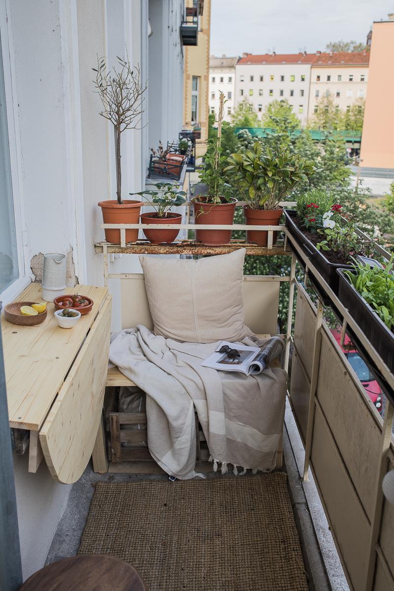 DIY Klapptisch für mehr Platz auf dem Balkon