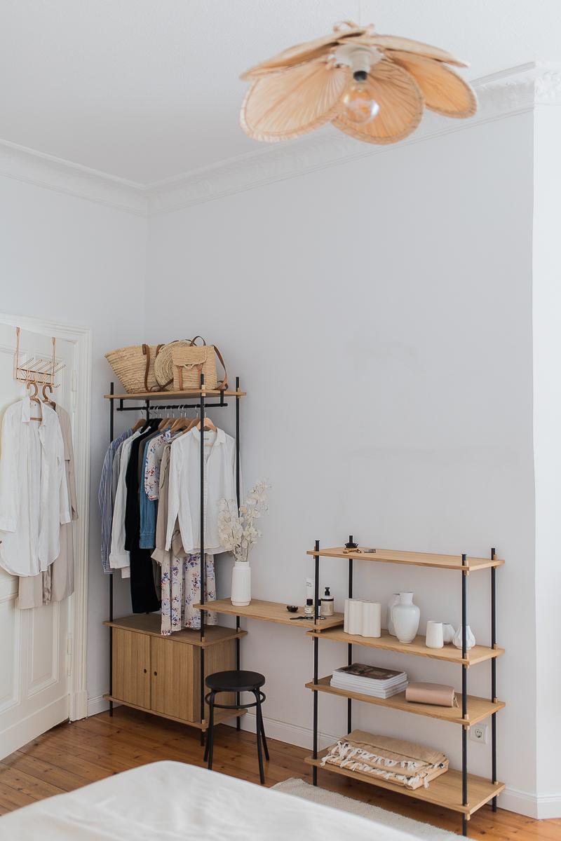 Hängende Kleideraufbewahrung im Schlafzimmer