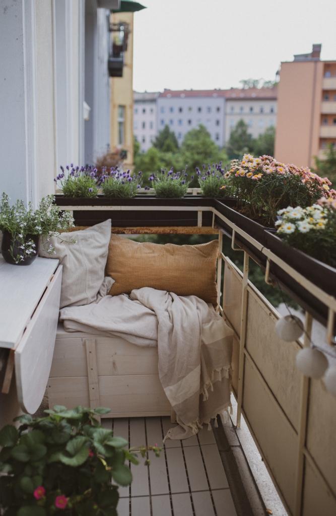 DIY Bank für den Balkon mit Stauraum