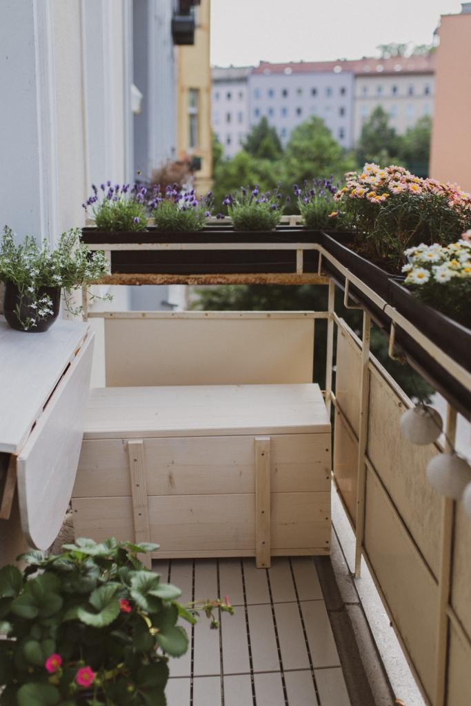 DIY Sitzbank für den schmalen Balkon mit Stauraum